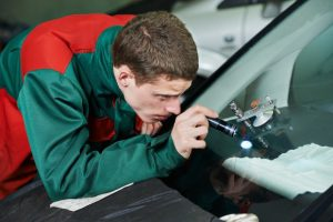 repairing-windshield